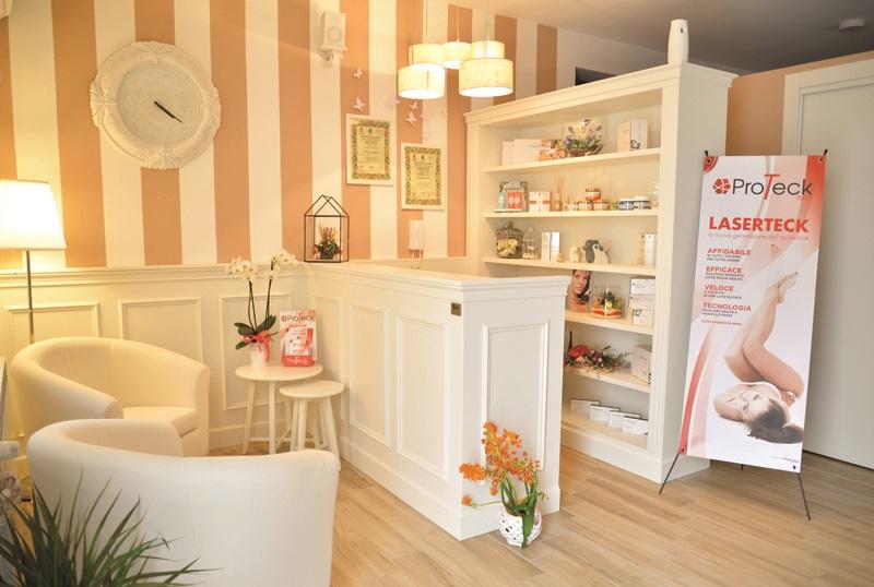 Arredamento per parrucchieri e centri estetici progettati for Arredamento estetica