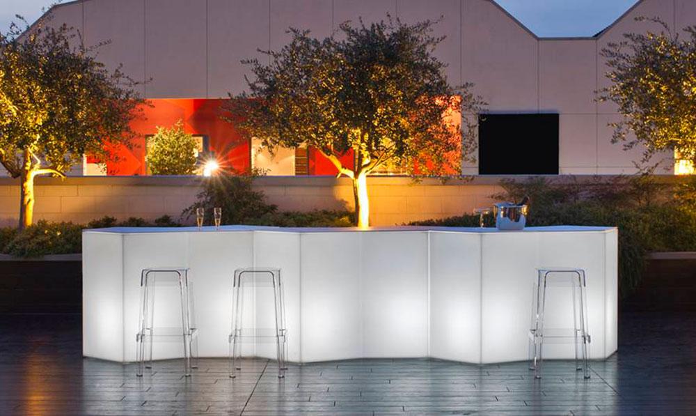 bancone bar illuminato da esterno